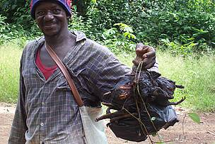 Man with purchased bushmeat / ©: Mustapha SEIDU/ WWF WAFPO