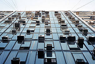 Air conditioning units on a high rise building. / &copy;: NiCoLaS LeViNToN