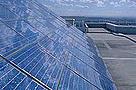 Páneles solares instalados en el techo de la Oficina del Departamento de Desarrollo de Energía Sostenible, Sydney, Australia