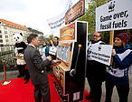 WWF highlighted the risk associated with betting on fossil fuels by setting up a mock casino outside the Estrel Convention Centre in Berlin, Germany where the IPCC is currently meeting.  © Dirk Lässig / WWF-Germany