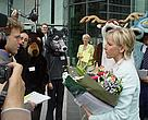 A delegation of the EU's new citizens present the report to EU Environment Commissioner M. Wallström at Green Week 2004.<BR>