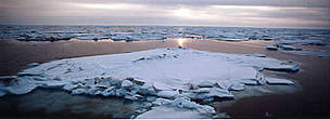Sea ice beneath midnight sun in June in the Bering Sea. / &copy;: WWF-Canon / Kevin SCHAFER