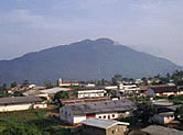 Nkongsamba is virtually sandwiched between two giant mountains and rolling hills. / ©: WWF-Canon / WWF-CARPO / Peter Ngea