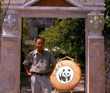 Mr Hai in front of the Conservation café . / ©: WWF-Canon