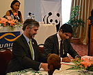 Richard Hughes (WWF) and Amyne H. Ismail (UNIMA) signing a new partnership agreement, 25.11.2011, Antananarivo, Madagascar