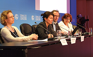 WWF y Greenpeace en una conferencia de prensa en la COP18, Doha, Qatar.