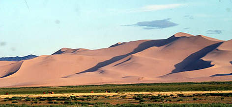 "The ""singing sands"" in the Gobi Desert Dunt Manchan, Mongolia. rel="