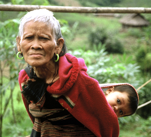 Tribal grandmother,  from the Ta Oi ethnic minority group, in Central Vietnam (Annamites), tends to ... / ©: WWF-Canon / Elizabeth KEMF