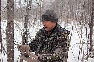 Ranger Dong Hongyu clearing snares. Even in the cold winter months, rangers are at work to keep wild tigers safe. 