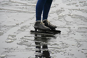 The ice must be at least 15 cm thick for the Eleven Cities Tour (Elfstedentocht) to run.