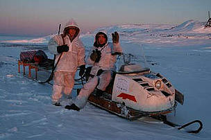 Two members of the Umky Polar Bear Patrol on patrol for polar bears in north-eastern Russia. / ©: Tom Arnbom