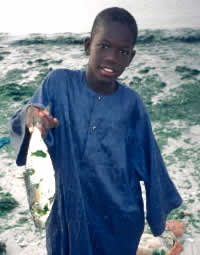 Child holding fish, M'Bour, Senegal / ©: WWF-Canon / Jo Benn