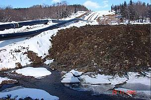 Unfinished oil pipline under construction on snowy ground. / ©: Sakhalin Environment Watch