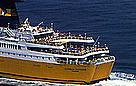 Crowded ferry boat, Italy / ©: WWF