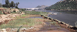 River silted and polluted Mettur Dam India  / ©: WWF-Canon / Mauri RAUTKARI
