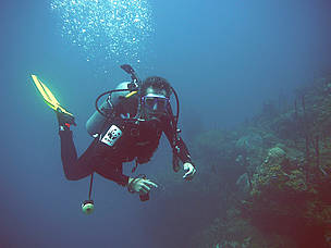 Carlos Drews, WWF Marine Program & Species Coordinator for Latin America and the Caribbean, diving in Cayos Cochinos, Honduras.