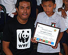 WWFs Johnjoe Cantos poses with Carl Andrei Leuterio, WWFs youngest Hero of the Environment thus far. 