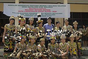 Nugie with the students from SMPN 1 Setulang Viilage, Maliau District, East Kalimantan