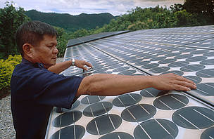 A solar panel is one way of helping curb climate change.    / ©: WWF-Canon/ Adam OSWELL