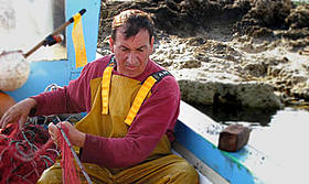Fishermen, scientists, and Park managers work together in Torre Guaceto  / &copy;: AMICLA -Claudia Amico / WWF Canon