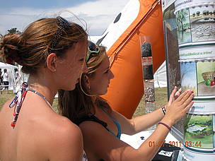 Young visitors of the Water Tour discover the importance of wetlands for freshwater.  / ©: WWF Hungary