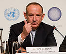 Yvo de Boer, Executive Secretary UNFCCC, speaking at the opening Media Press conference before the official opening the following day. COP15, United Nations Climate Change Conference, Copenhagen, Denmark. 