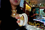 Ivory braclets on sale in Tha Phrachan market, Thailand © WWF-Canon / James Morgan