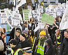Protestantes participan en marcha contra el cambio climático en Londres, Reino Unido