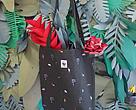กระเป๋าผ้าแคนวาสสีเขียวที่เป็นสัญลักษณ์ของผืนป่า และถิ่นอาศัยของสัตว์ป่านานาชนิด
