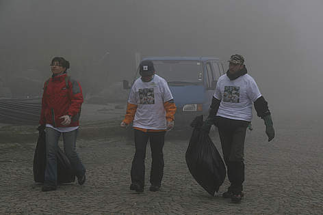 Volunteers with rubbish in Vitosha / ©: WWF/Konstantin Ivanov