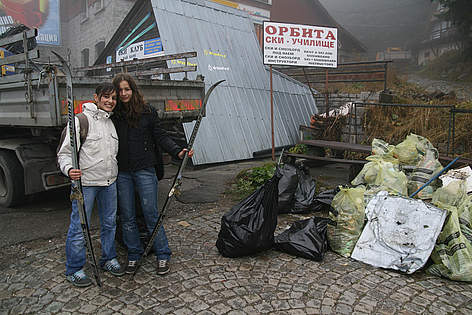 volunteers clean / ©: WWF/Konstantin Ivanov